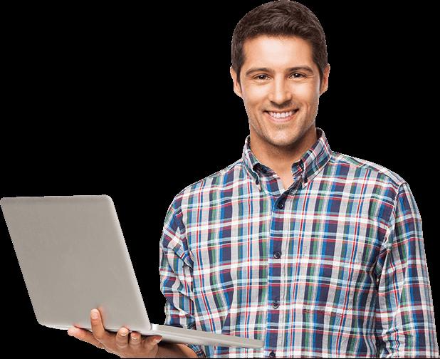 Homem com notebook em mãos